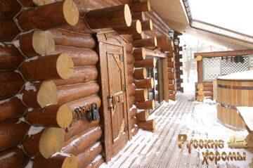 Реализованный проект рубленого дома из бревна большого диаметра